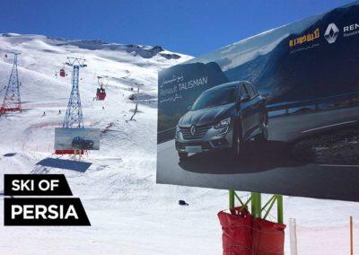 Panneau publicitaire pour une voiture Renault à Dizin en Iran