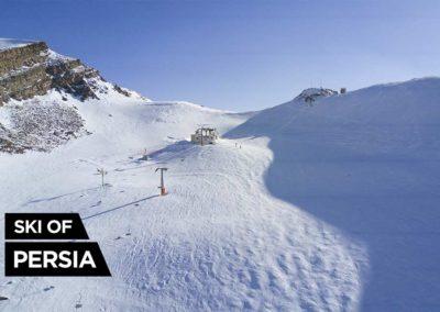 Vue aérienne du sommet de la station de ski de Sichal en Iran