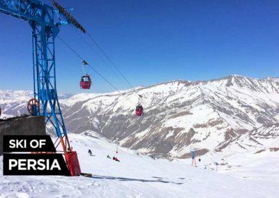 Vue du télécabine depuis le sommet de Dizin en Iran