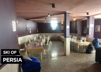 Intérieur du restaurant de la station de Sahand en Iran