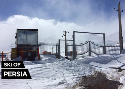 Porte d'entrée de la station de ski d'Alvares en Iran