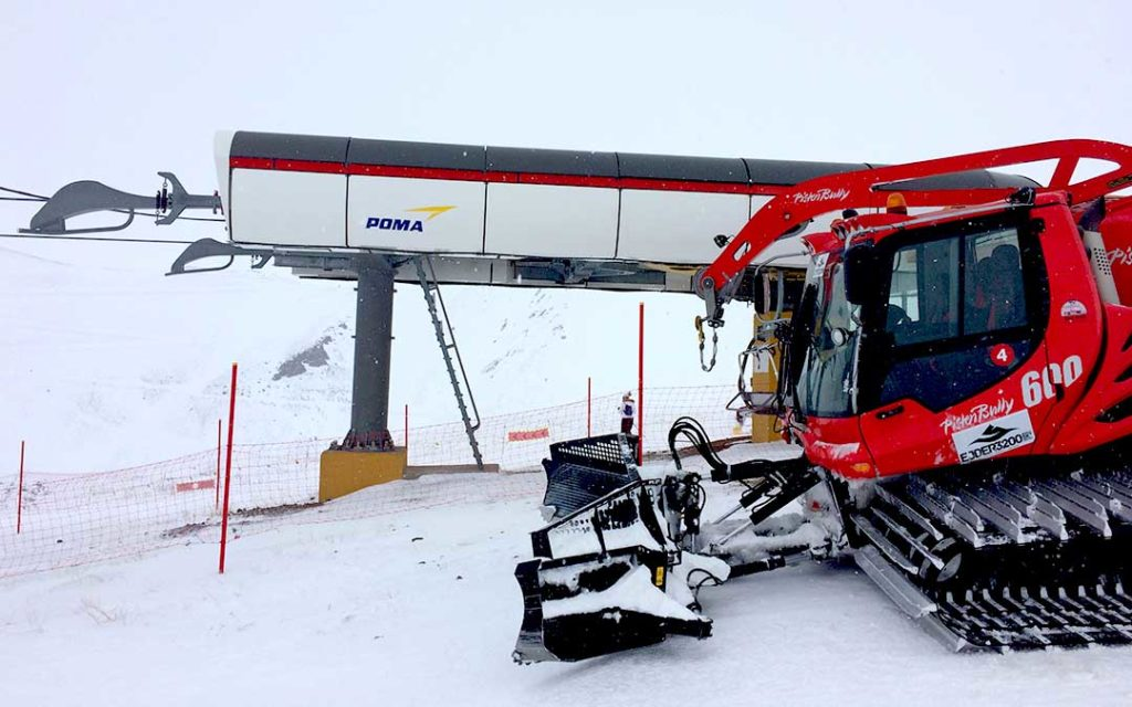 Chairlift and a snow groomer at Palandoken near Erzurum