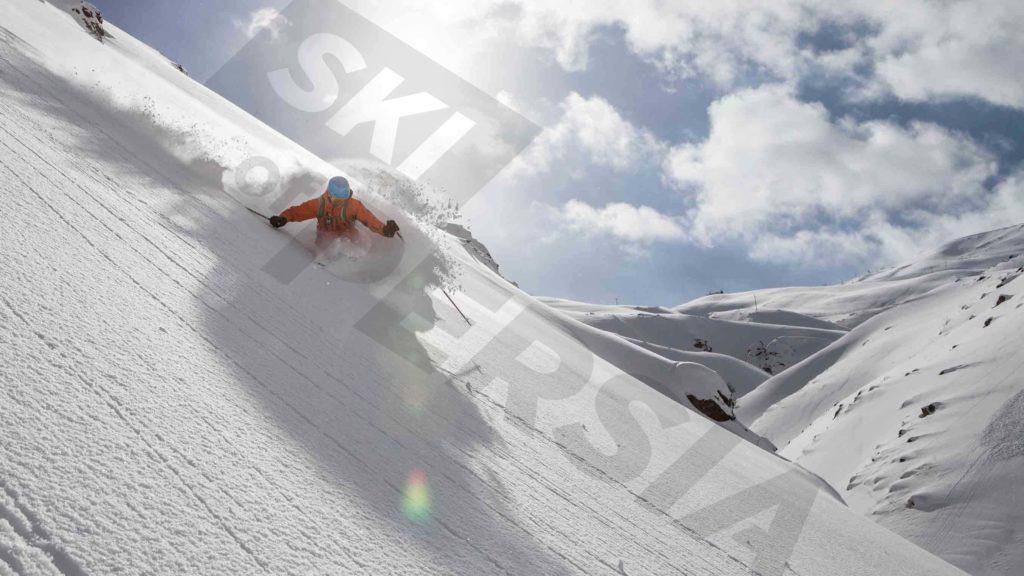 Skiing powder in Iran
